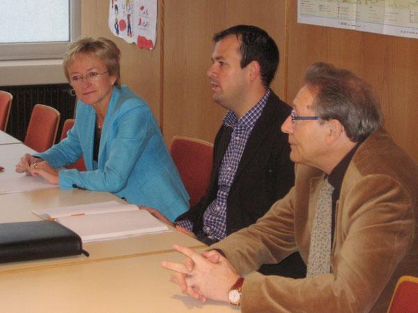 Frau Schleicher-Rothmund, Herr Brandl und unser Schulleiter Herr Joachim Paul