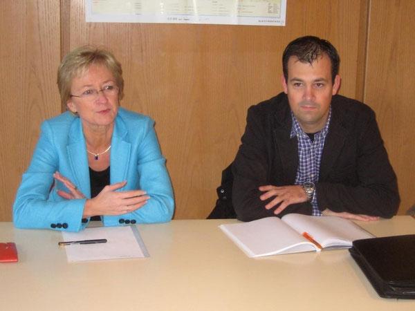 Frau Schleicher-Rothmund und Herr Brandl stellten sich zunächst kurz vor