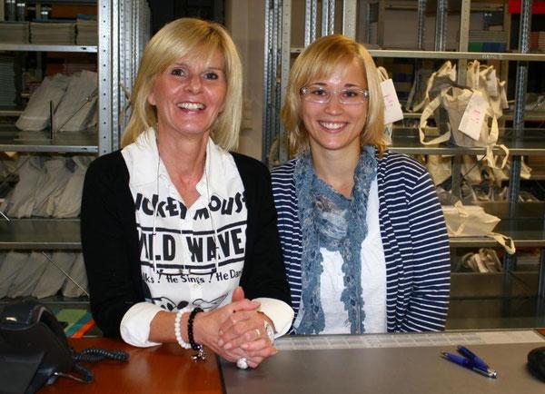 Der Stress kann ihnen die gute Laune nicht verderben - Frau Ochsenreither und Frau Wüst vom Rathaus