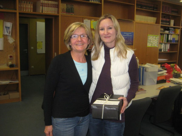 Konrektorin Rita Ulm (links) und Frau Walter (rechts)
