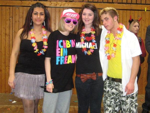Das SV-Team der RS+ Wörth: Helin Bicer (10a), Selina Zemski (8c, stellvertr. Schülersprecherin), Arlinda Podrimqaku (9d, Schülersprecherin), Domenik Laratta (SV-Kassenwart)