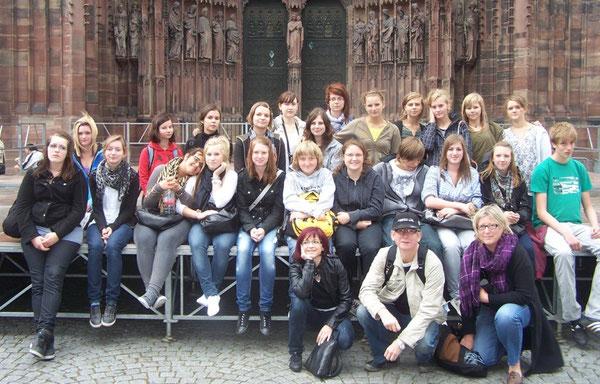 Gruppenfoto vor dem Straßburger Münster