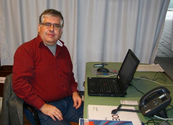 Herr Schatull bei der Arbeit in seinem Büro
