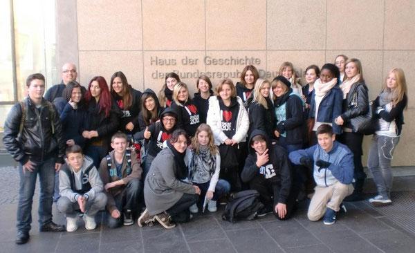 Die Klasse 10c vor dem Haus der Geschichte in Bonn