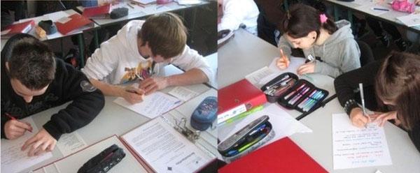 Schülerinnen und Schüler der Klasse 8a bei der Gestaltung des Portfolioordners am Einführungstag