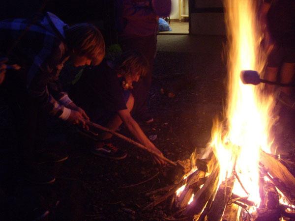 Grillen am Lagerfeuer - eine tolle Sache