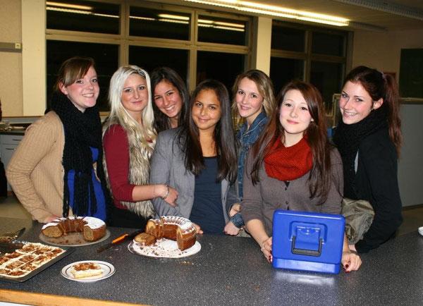 Das Bewirtungsteam der Klasse 10d verwöhnte die Besucher mit leckeren Kuchen und mehr