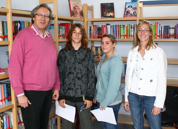 v.l.n.r.: Rektor Herr Paul, Axel, Isabel und Frau Fath