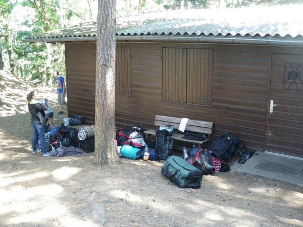Endlich oben angekommen an der Hütte ... nur leider war kein Schlüssel da! Das 5. Klettercamp konnte von da an nur noch besser werden!