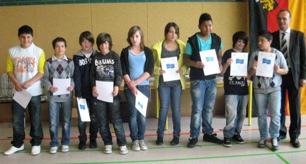 Die stolzen Preisträger des Gruppenwettbewerbs mit unserem Landrat Dr. Fritz Brechtel