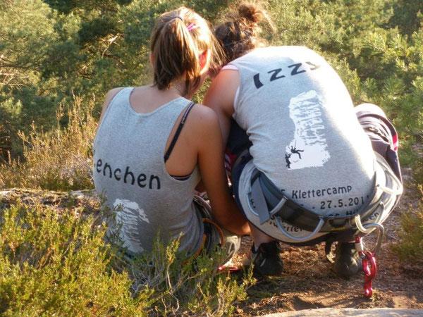 Klettern verbindet!. Klettern stärkt den Zusammenhalt! Isabel Eckert und Lena Spitta werden auch im nächsten Schuljahr wieder viele Stunden gemeinsam klettern können. Darauf freuen sich die beiden jetzt schon!