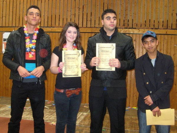 1. Platz: Anucha Nutplian (ganz rechts), 2. Platz: Arlinda Podrimqaku (2. von links), 3. Platz: Kubilay Altinkaya (ganz links) und Aksu Bayram (2. von rechts)