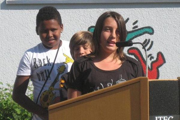 Schüler der Klasse 6c begrüßen unsere neuen 5. Klassen mit einem Gedicht