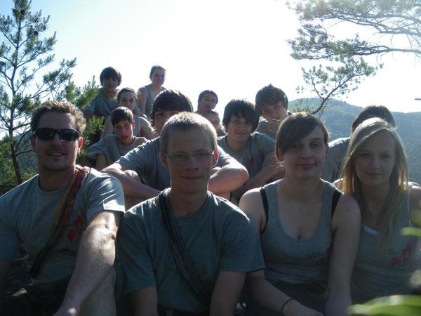 Alle 15 Teilnehmer (inkl. der betreuenden Lehrer) auf dem Gipfel des Rheinturms. Da wurde es oben schon ein wenig eng ...