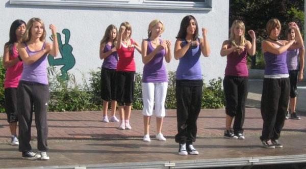 Auch unsere Tanz-AG nahm an der Begrüßungsfeier teil