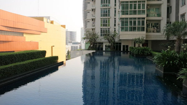 タイのコンドミニアムにはプールがある
