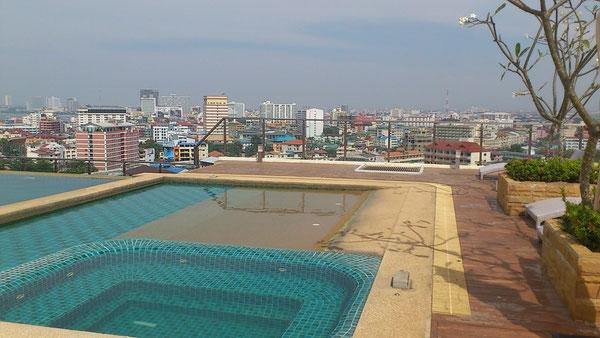 屋上のプールからの眺め