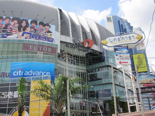 地下鉄タイ・カルチャーセンター駅にあるショッピングモール「エスプラナーデ」