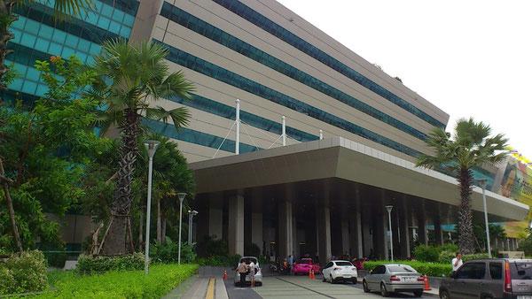 バンコクのイミグレーションがある政府総合庁舎@チェーンワタナ