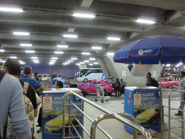 タクシー乗り場 スワンナプーム国際空港