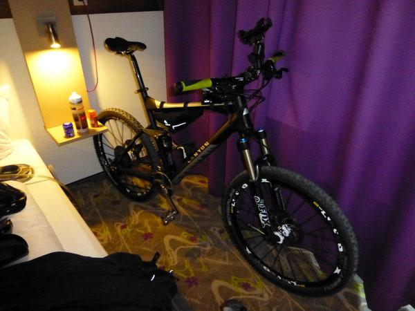Bike Canyon Nerve XC 9.0 SL im Hotelzimmer