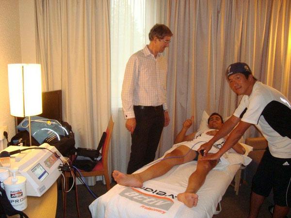 インディバジャパンアドバイザー中野善文先生とAコンタドール選手              2013ブエルタ・ア・エスパーニャにて