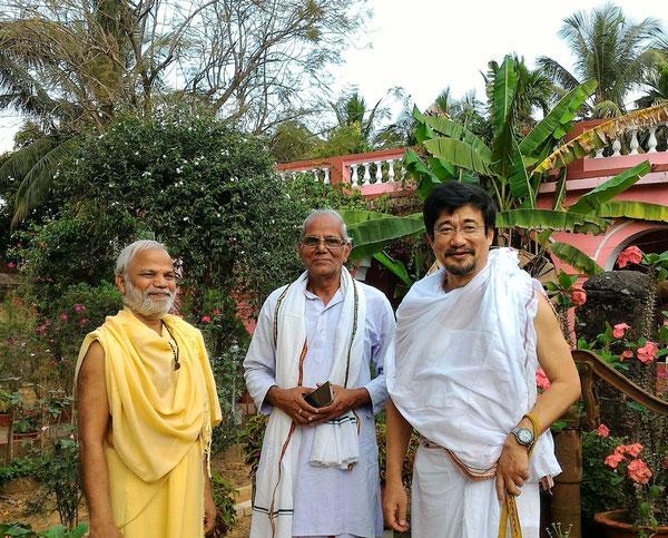 インド政府公認 ディビャーダームヨーガ学校 2016年 右が松本先生