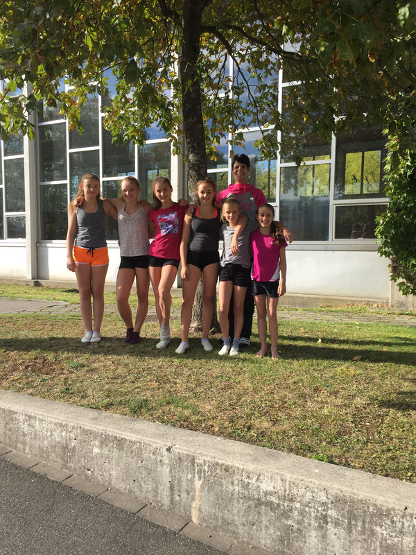 Sina, Vera, Irina, Giulia, Lena und Janine mit Leiterin Andrea