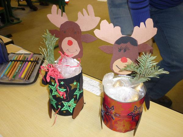 Klasse 2a bastelt zur Weihnachtszeit