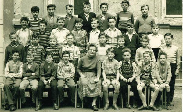 Peter in der Volksschule Graz/Wieland 1955 2.Reihe von oben-2.von links-Schulfreunde meldet euch bei Peter!!! 1.Reihe-Mitte- Klassenvorstand Frau FL Eschner