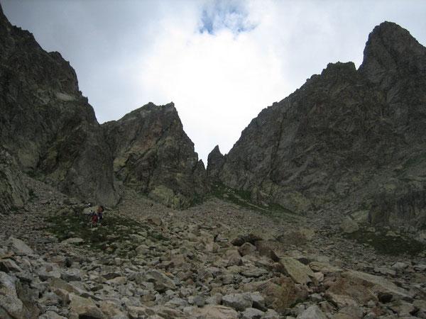 Le Pas du Mont Colomb (au centre), côté descente