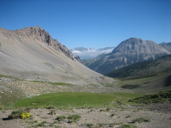 Crête de Pécé (à gauche) depuis le Col de Dormillouse
