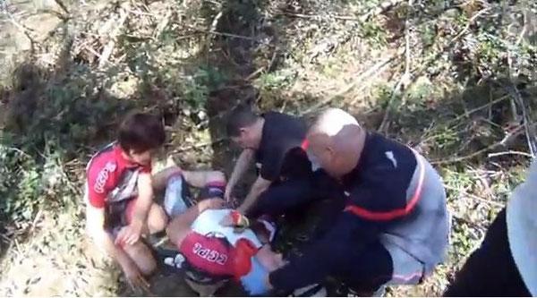 Céline et les secouristes sont inquiets... Il est décidé de faire appel à l'hélicoptère !
