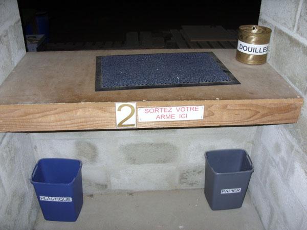 Der Schiessclub hat noch 30 Meter von unserem 100 Meter Schiesstand behalten dürfen. Den Rest BESETZT jetzt eine ... BAUFIRMA mit ihrem Material.