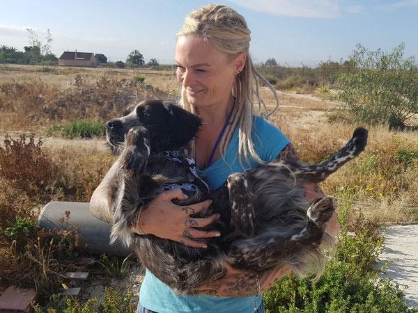 Nadine mit Tula- die am Wochenende in eine Pflegestelle ausreisen durfte