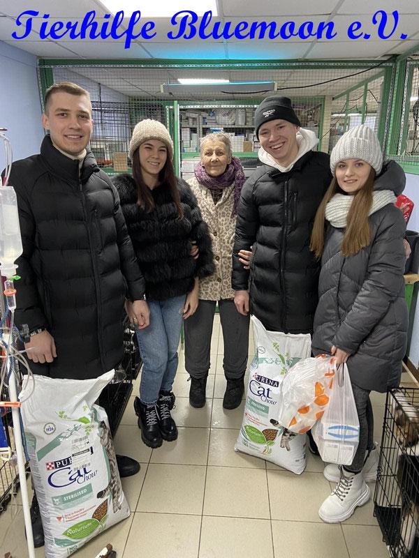 Die Menschen in der Umgebung beginnen sich für das TH zu interessieren - und bringen sogar Spenden
