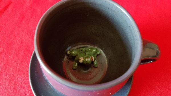 Tasse mit Frosch  -  wenn die mal nicht klasse ist  :-)))