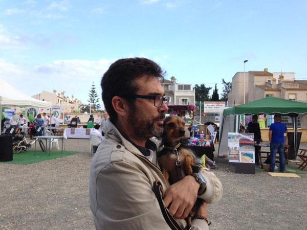 Maxim mit Martinas Chef auf einer kleinen Haustiermesse in Spanien