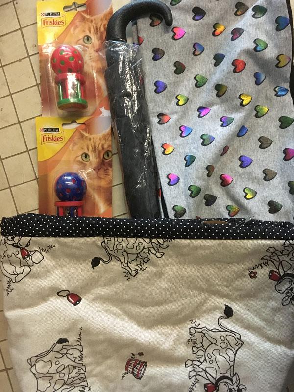 Katzen-Spielzeug, Regenschirm, Loop-Schal und Deko-Box aus Stoff