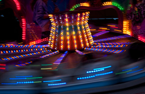 Kirmes/Funfair, Photografie auf Leinwand/Photo on canvas, 50x90 cm.
