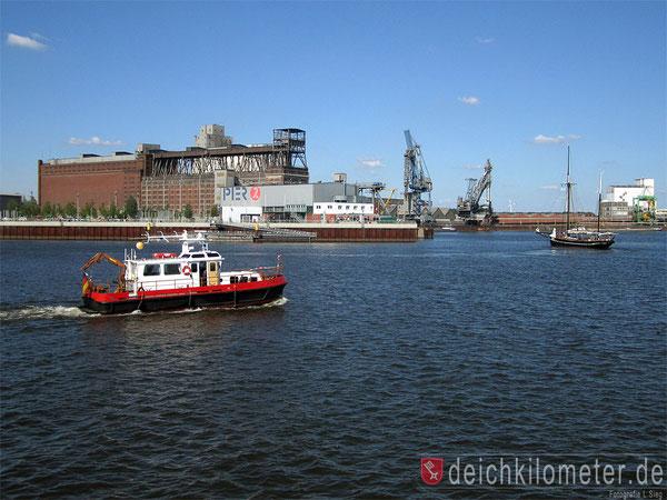 Hafen Bremen Waterfront Molenturm Überseestadt Getreidespeicher Pier 2 Schiffsfotos Hafenbilder aus Bremen Fotos Hafen Bremen
