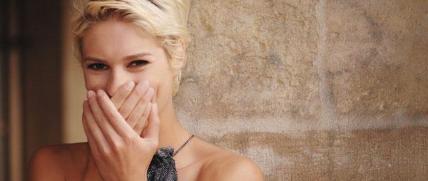Zahnaufheller aus dem Internet halten nicht immer, was sie versprechen