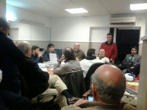 Oficina Vinaroz 31, el 26 de enero de 2015, reunión de los lunes de apoyos a padres en conflicto asiste una veintena de personas