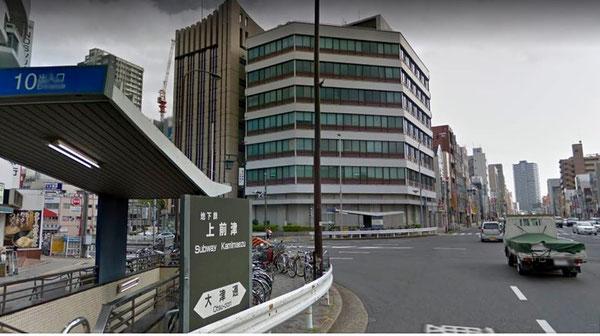 旧セントラルファイナンス本社ビル(Googleマップ ストリートビュー〈2016年4月〉より)。