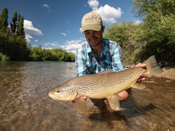 Fly fish Central Patagonia, Argentina, FFTC.club destination, El Encuentro Fly Fishing partnered Tres Valles Lodge, Fly fish freshwater destinations. Wild and Trophy Trout. Big fish at Rio Pico area.