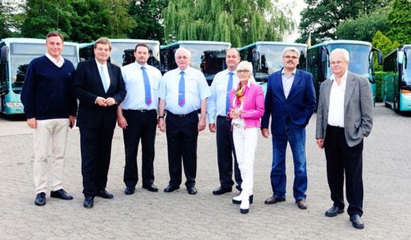 (von links): David McAllister, Enak Ferlemann, Christian Menges, Günter Menges, Oliver Menges, Astrid Vockert, Bernd Beckmann und Wilfried Windhorst.   Foto Heins