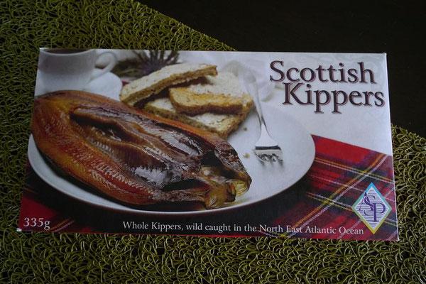 Scotish Kippers。 $5.90-で割と値段も良心的。 大きめの開きが2尾入っている。