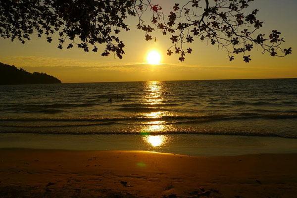 深呼吸して、なにも考えずに、波の音を聞きながらただ目の前の景色を眺めるだけの時間。