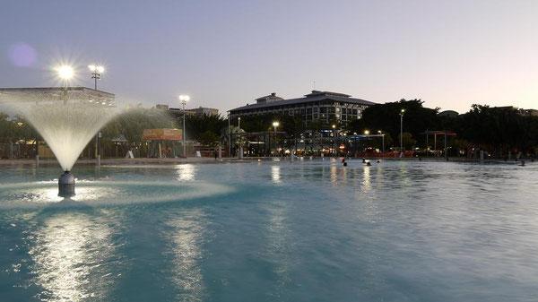 Lagoon。無料で誰もが入れるプール。プールからは水平線が見渡せるんだなぁ。
