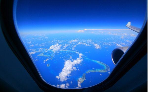 パプワニューギニアとフィリピンの間くらいで下を見るとキレイなサンゴが。